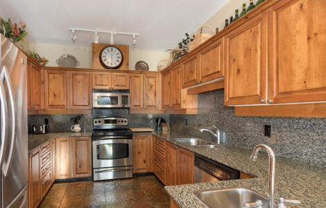 Gourmet Kitchen - fully equipped with all the amenities of home